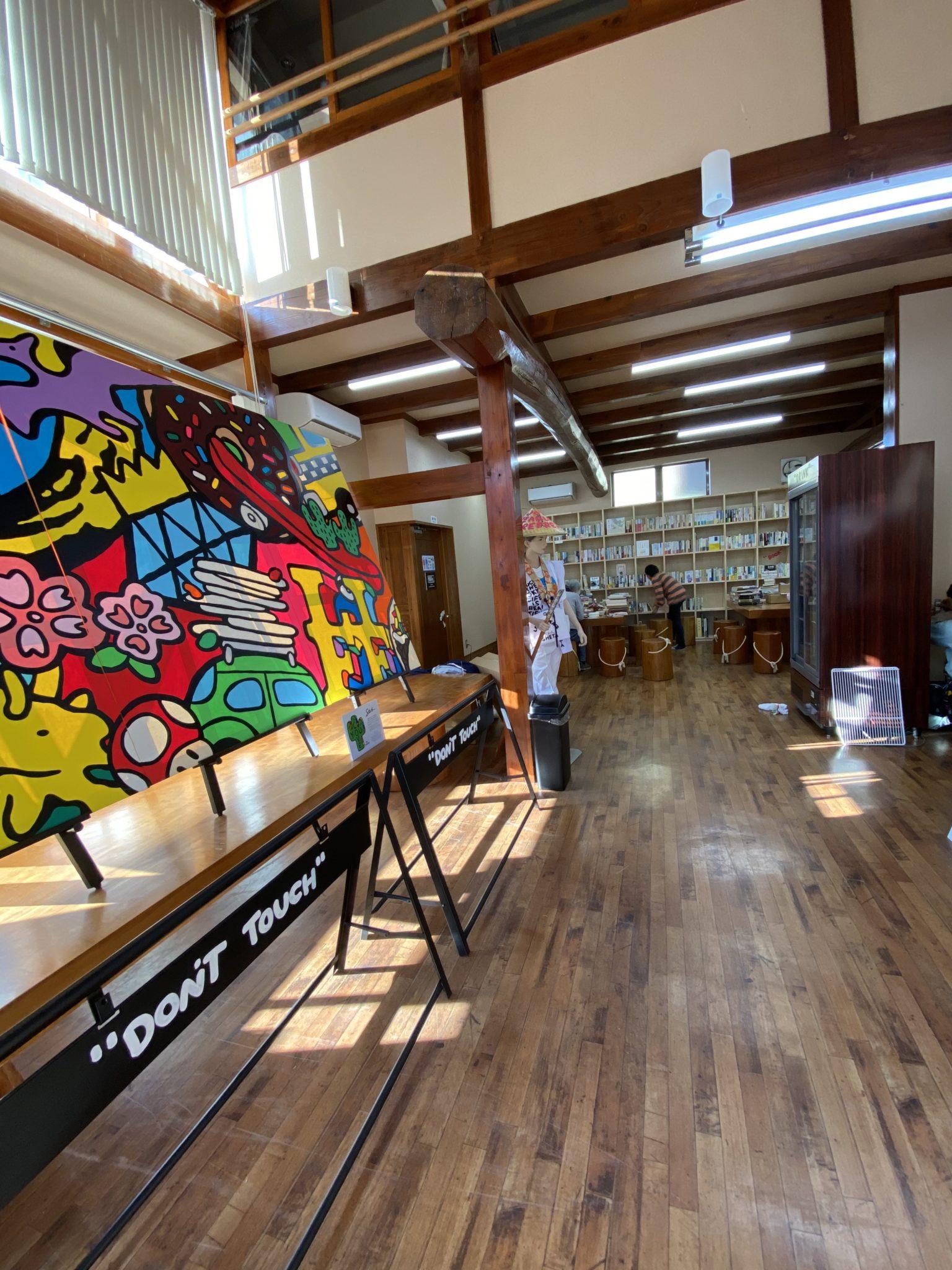 ギャラリー&図書館を新設し